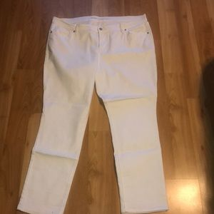 White Old Navy Curvy Pants (short)